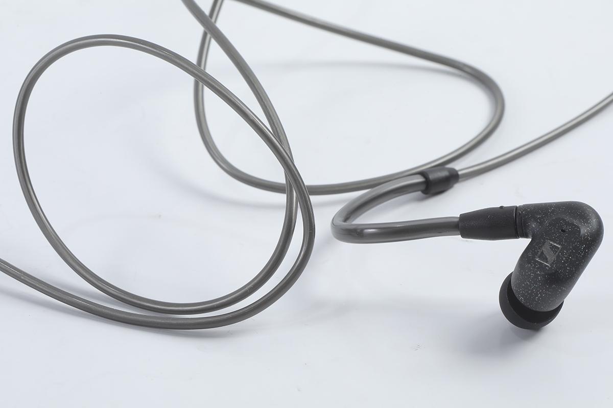 耳機線用上 Para-aramid 纖維物料,具有高耐磨、耐切割及防撕裂的好處。