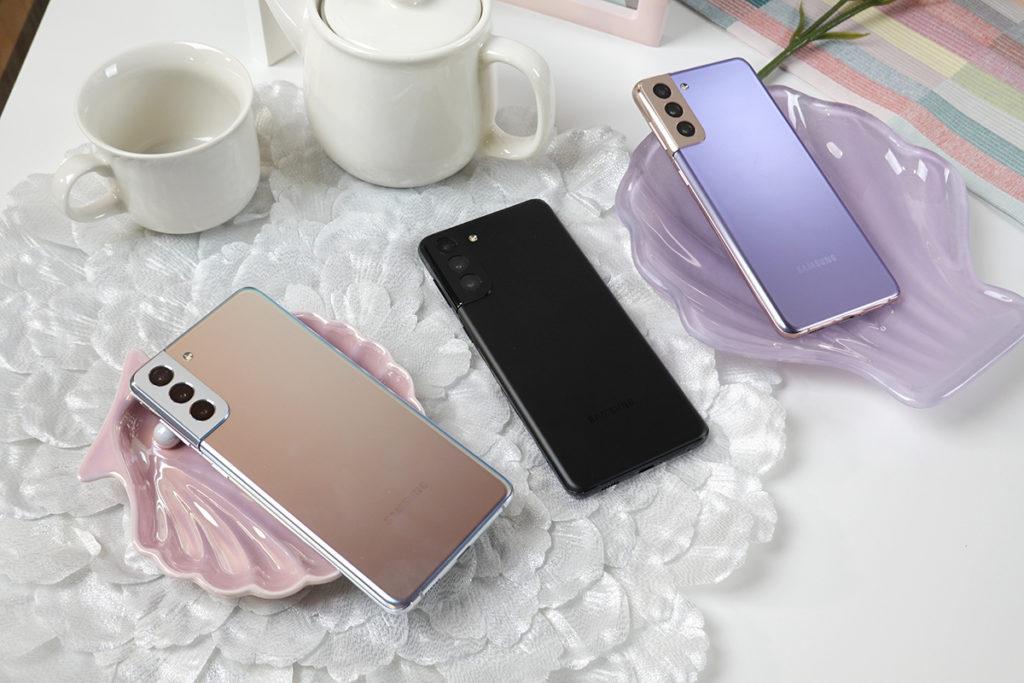 Samsung Galaxy S21+ 就備有幻影黑、幻影白與幻影紫三款。