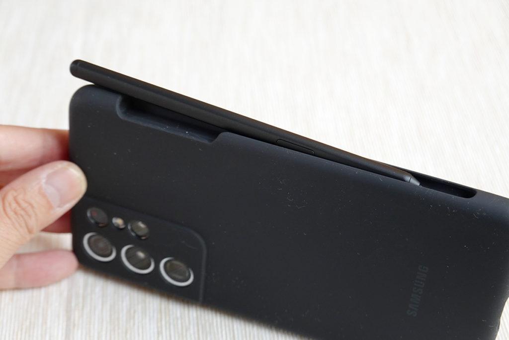 專屬保護套備有位置放好 S Pen 。