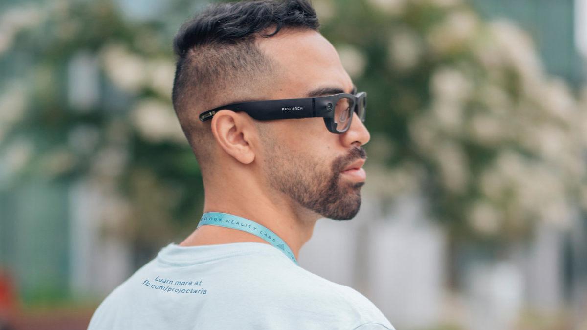 Facebook 與 Ray-Ban 合作的智能眼鏡將會在今年推出。