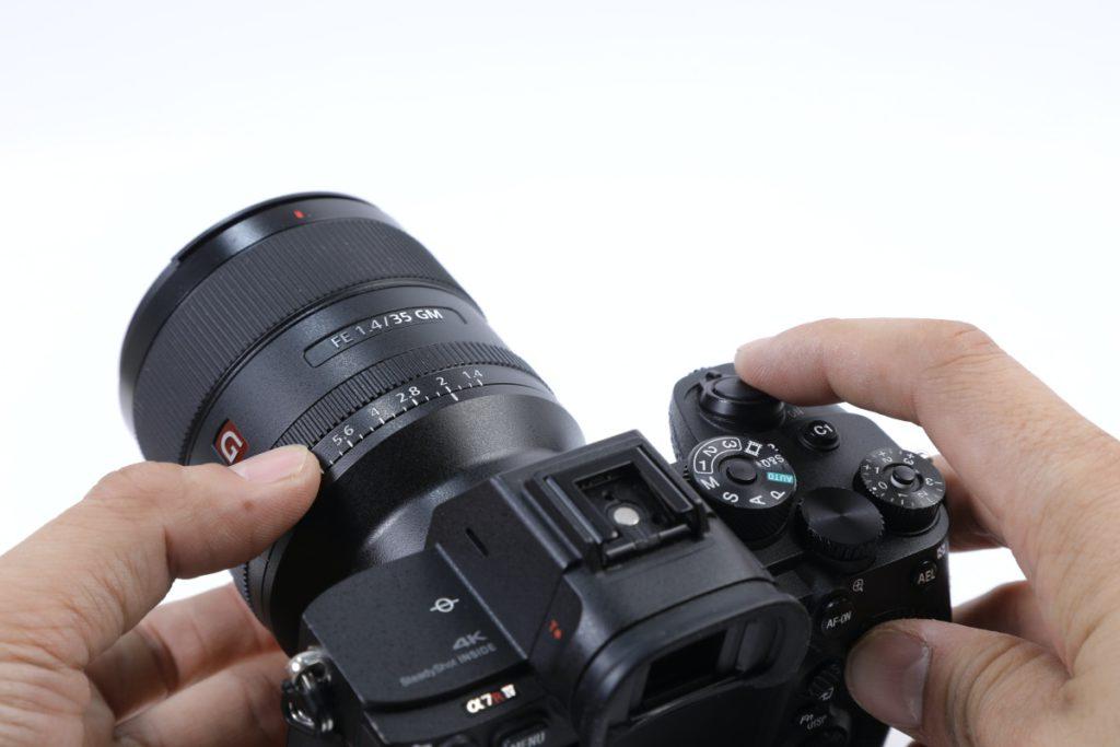 F1.4 大光圈以手動光圈環方式操作,比較似手動鏡,可選擇有無 Click 手感。