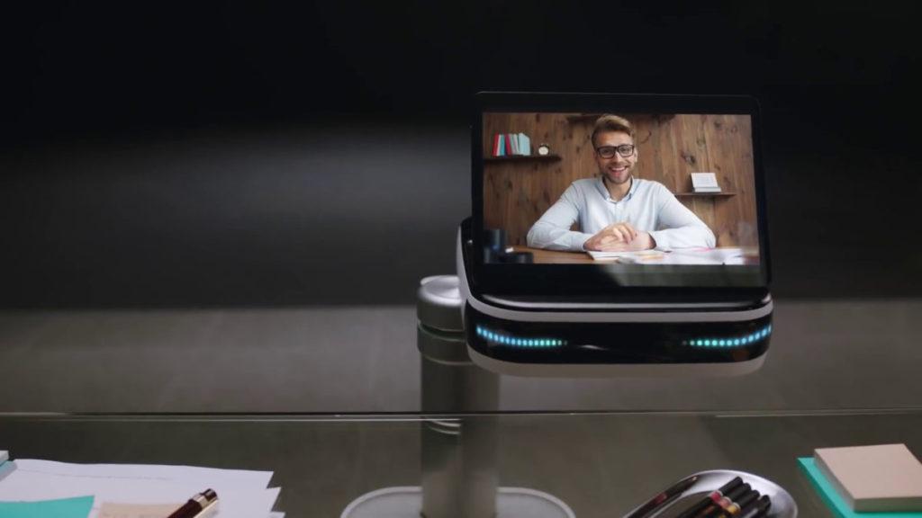 用戶可以透過 Bot Care 頭上的屏幕和鏡頭進行視像會議。