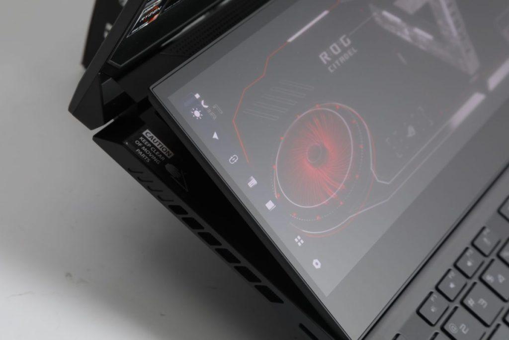 副屏幕ScreenPad Plus升高後,不但提供了更佳的可視角度,更為機身提供散熱空間。而ScreenPad Plus 提供了多元化的操作功能。