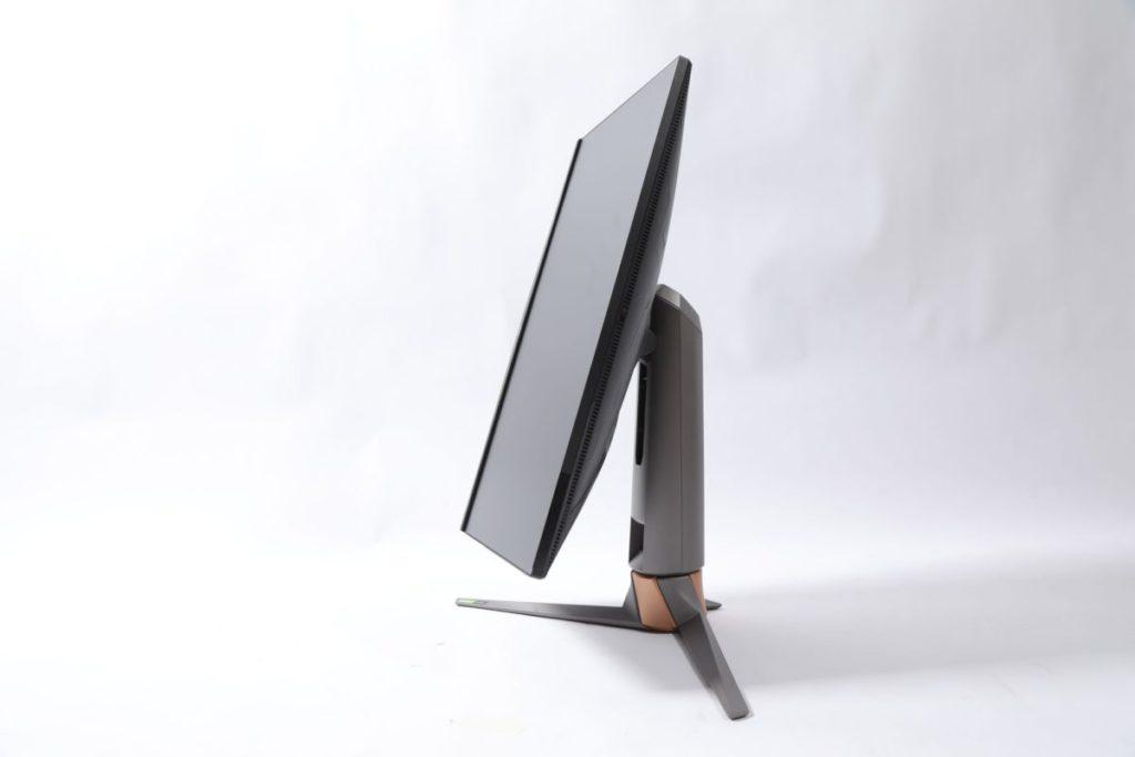 屏幕可作升降或直立旋轉。