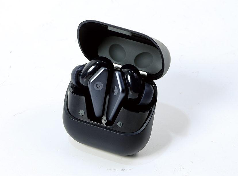 充電盒用上新的開放式直立設計,取出耳機時更穩陣。