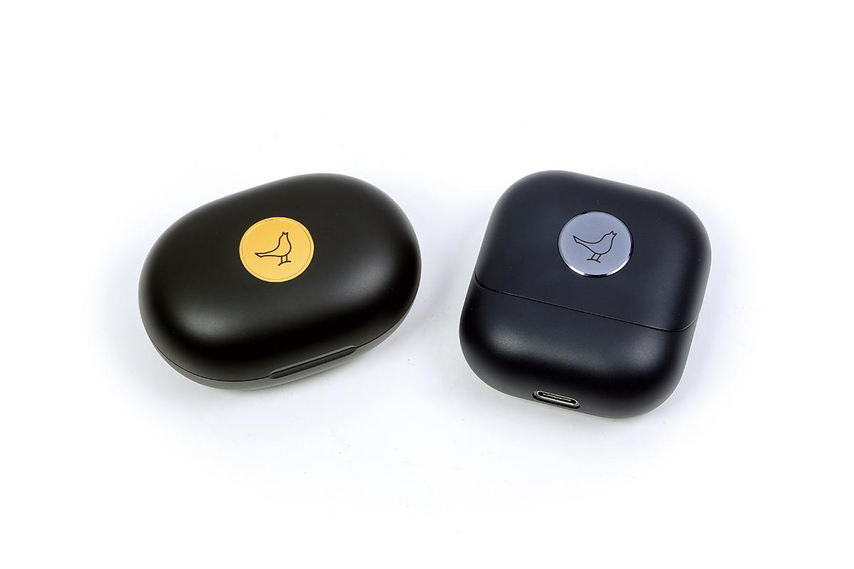 第一代的 Track Air+ 系列的充電盒外形為石春形,而今代改為正方形設計。
