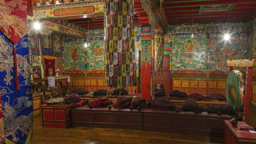 尼泊爾湯坡崎寺,宗教氣氛濃厚。如果大家設定為房間規模的話,還可以到處逛。