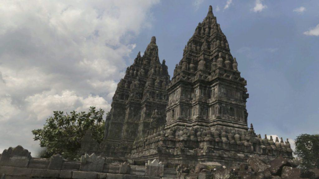 可以透過 VR 體驗爪哇的普蘭巴南寺的宏偉。