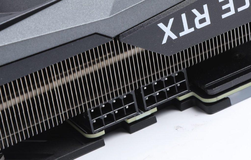 雙 8pin PCI-E 供電,確保足夠的電力。
