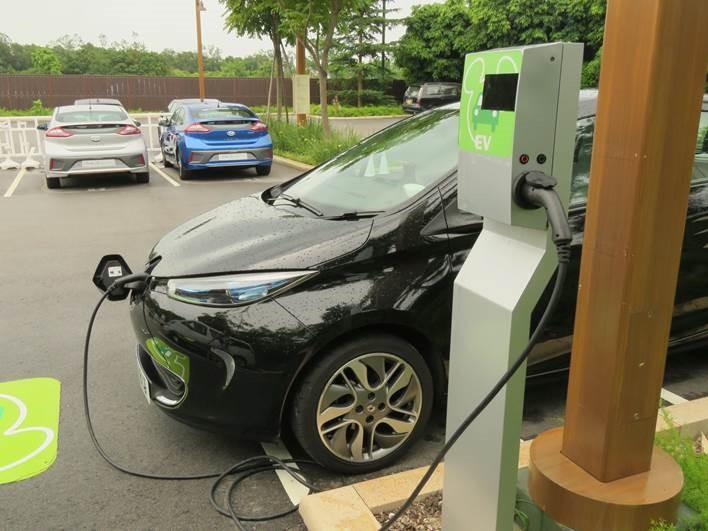 CornerStone 為多個本地企業及政府設施提供電動車充電設施及管理方案