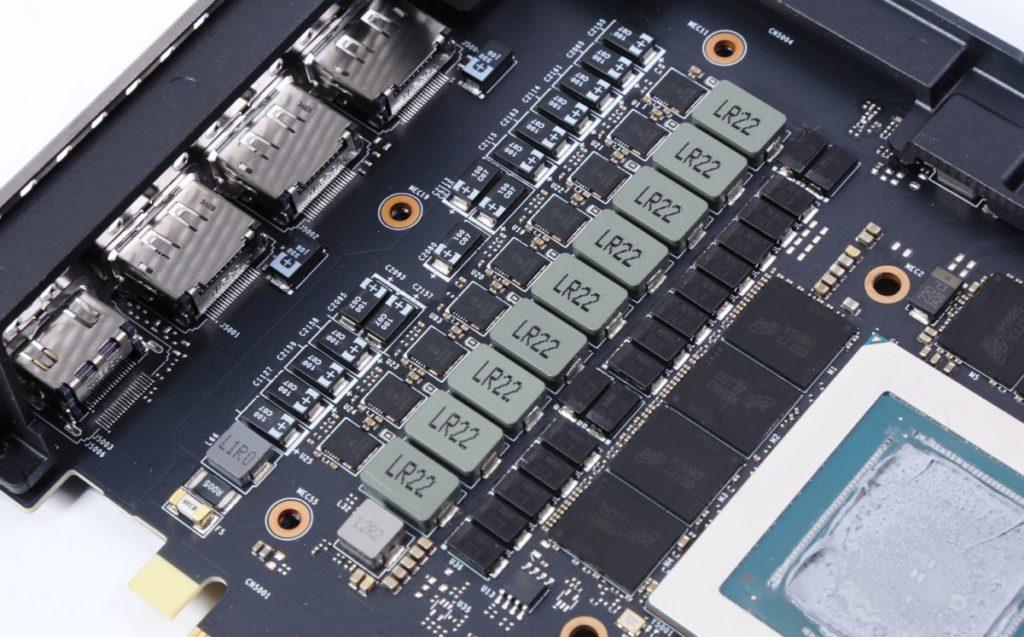 GPU 左方的 9 相供電