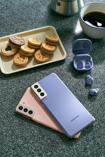 選購產品或配件達港幣 $12,000 的話即可獲贈 Galaxy Buds+ 真無線耳機乙對(建議零售價港幣 $1,298 )。