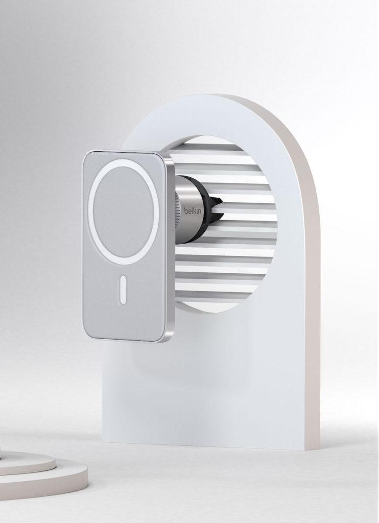 高品質的底座和堅固的出風口夾,可確保充電器在顛簸和轉彎時仍能牢固夾緊出風口。
