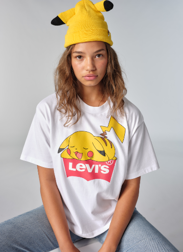 POKEMON 無邊帽 PIKACHU ( ¥3,000 日圓,約港幣 $221 )、 POKEMON UNISEX TEE SLEEPING PIKACHU WHITE + ( ¥4,000 日圓,約港幣 $295 )