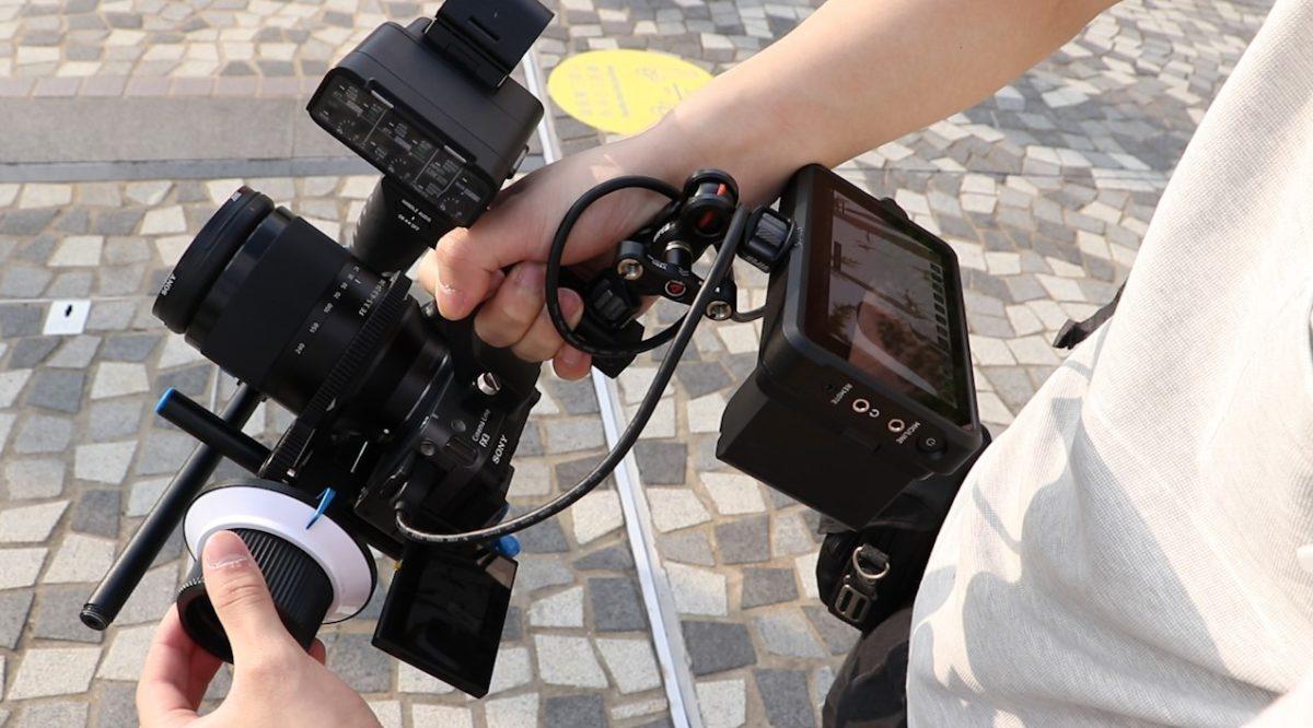 XLR 手柄使拍攝時變得穩定。