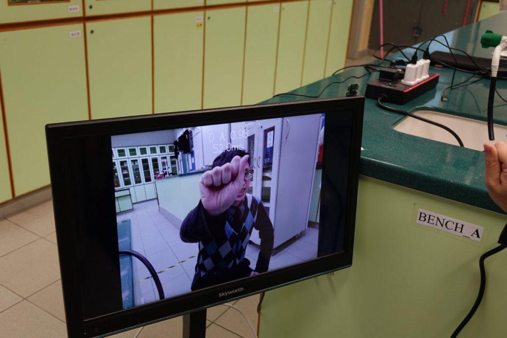 圖中是手語動作,辨識一個動作需時52ms(毫秒),速度不太理想,日後會加入硬件加速器。