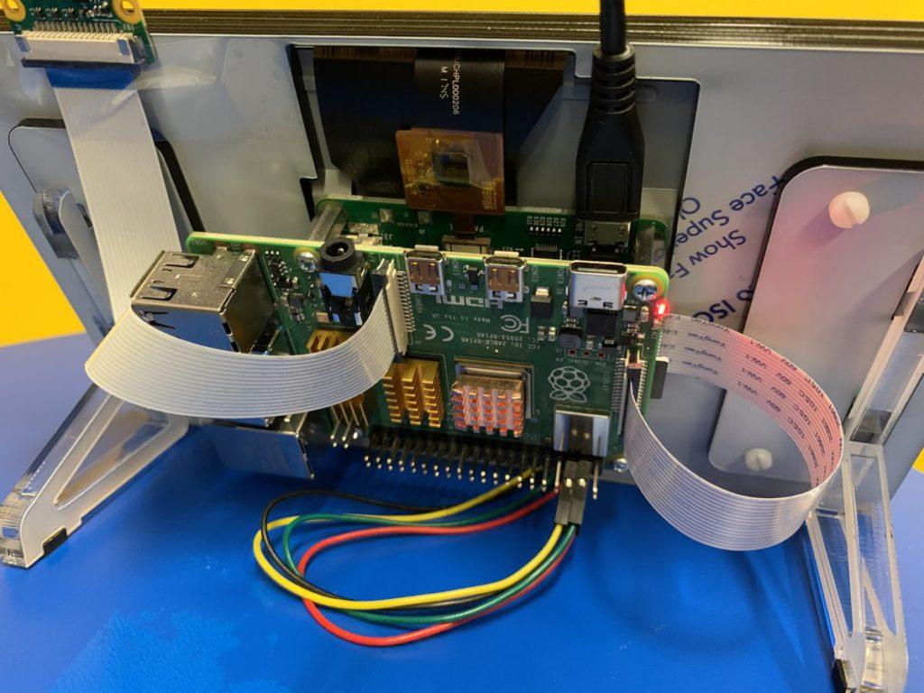 單機板的AI於學界教學上更易使用,彭Sir分享用Rasberry Pi 4和Pi Zero Camera能製作AI離線教學產品。