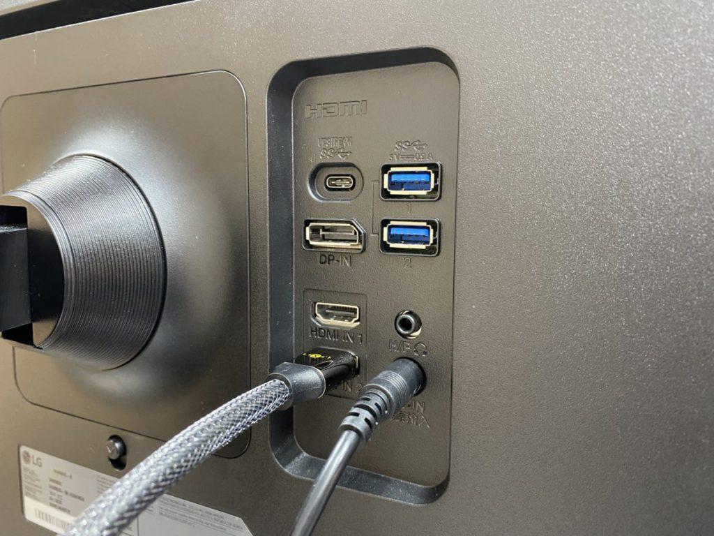 配備USB-C端子,可接連電腦直接輸出畫面,資料傳輸及充電。