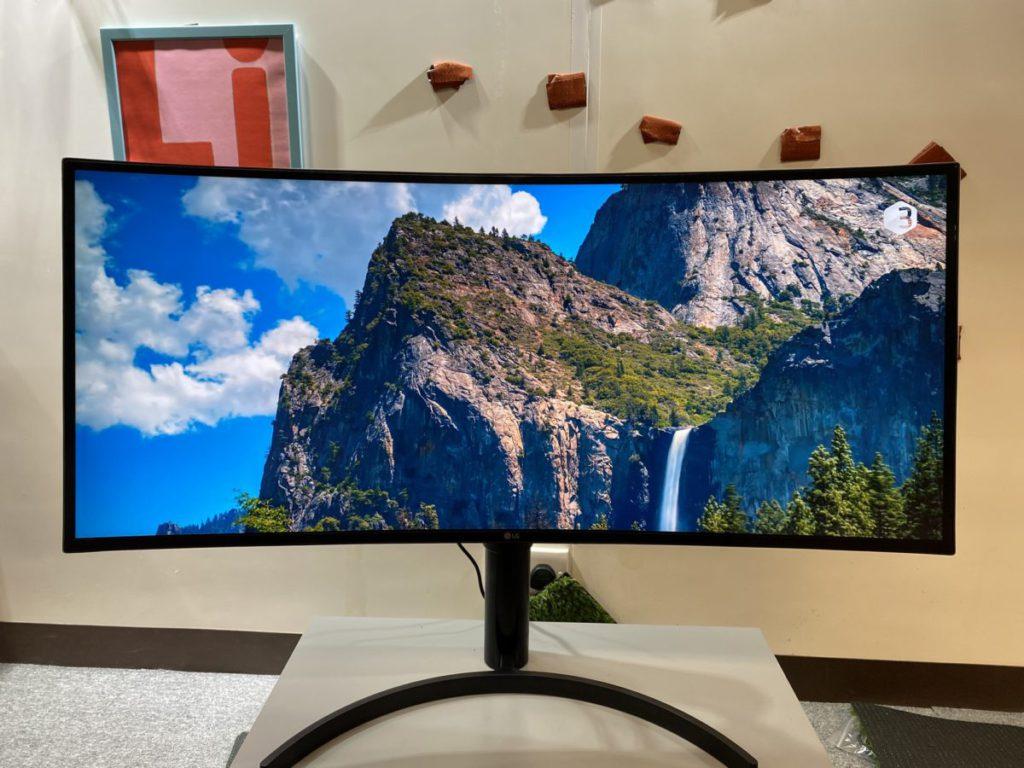 21:9屏幕比例,比傳統16:9屏幕視野更廣闊,更具電影感覺。