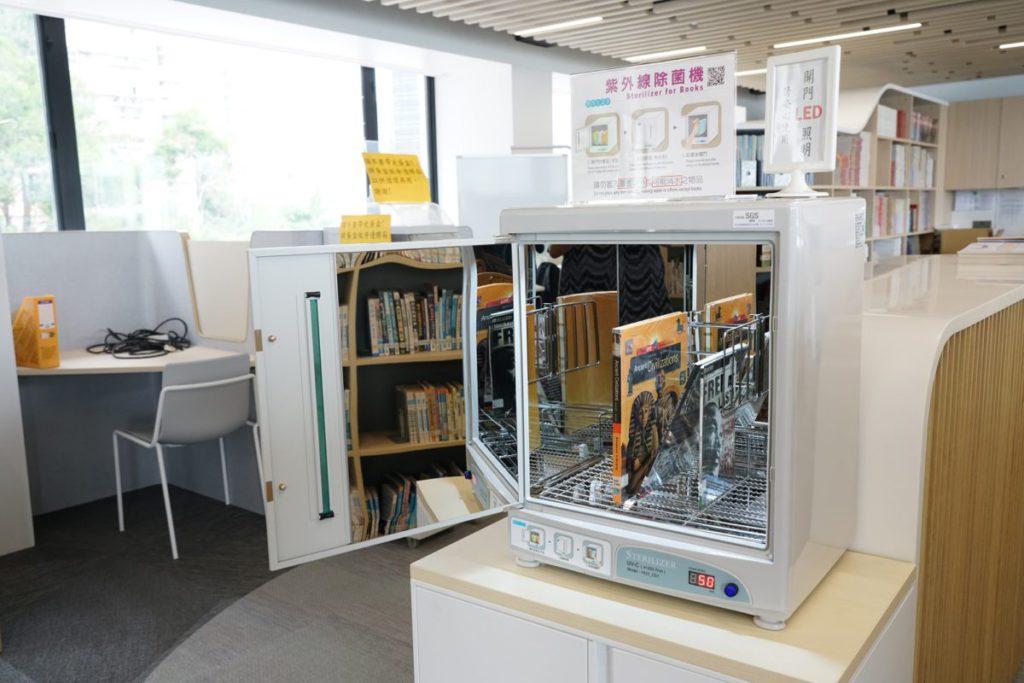 紫外線除菌機每次可掃描6本書,需時只50秒。