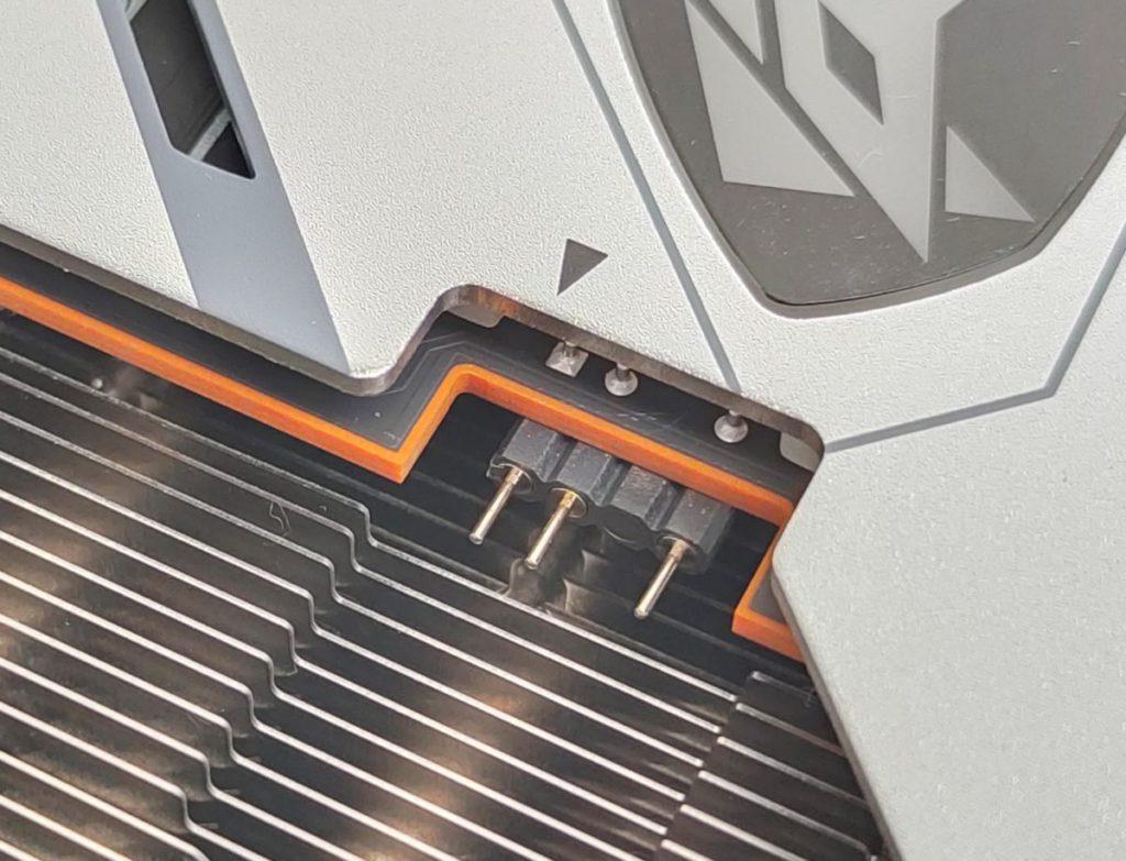 卡上有 3pin ARGB 接口,以便與其他 ARGB 裝置同步工作。