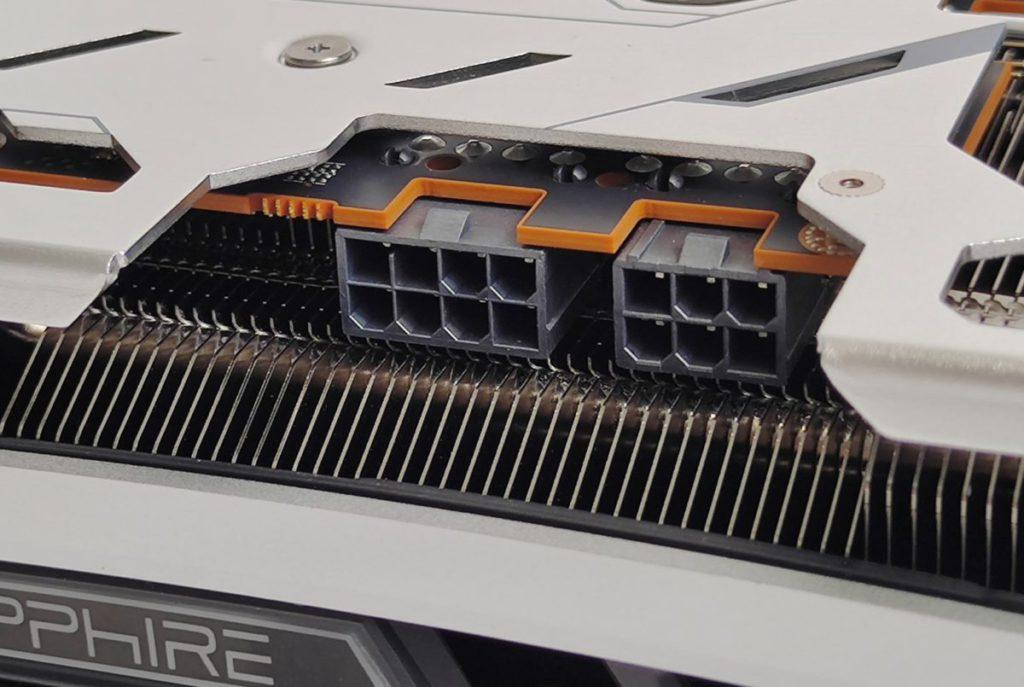 採用 AMD 公版建議的 8+6pin PCI-E 供電方案