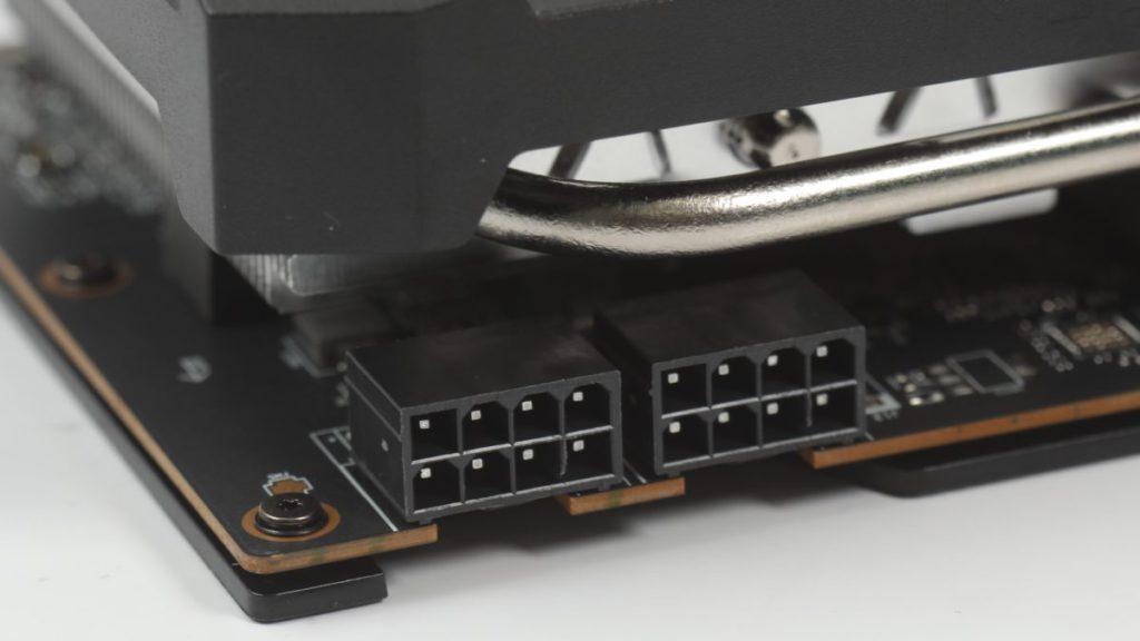 有別於 AMD 公版建議的 8+6pin 方案,採用更強的 2x 8pin PCI-E 供電方案。
