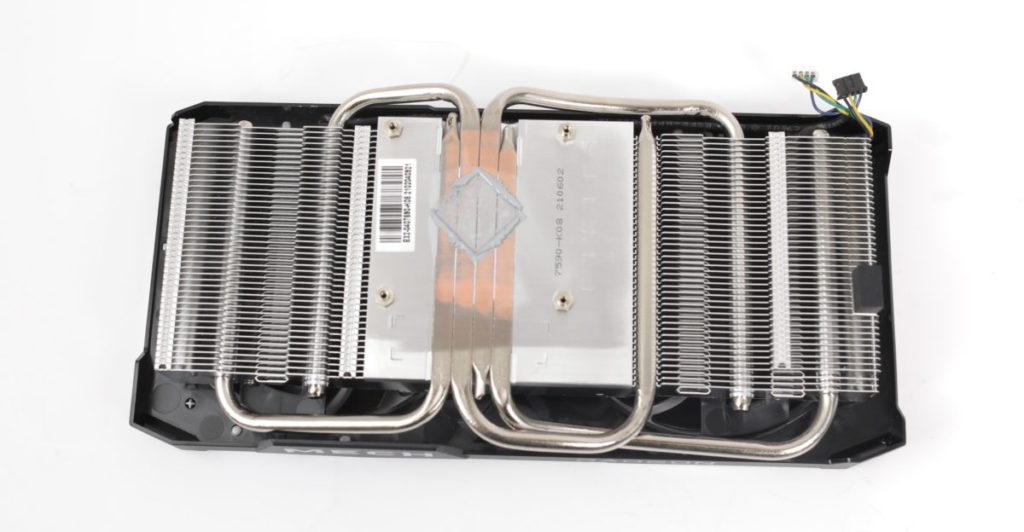 4 根 heatpipes 設計,而且特別採用方形 heatpipes 以增加與 GPU 接觸面積。