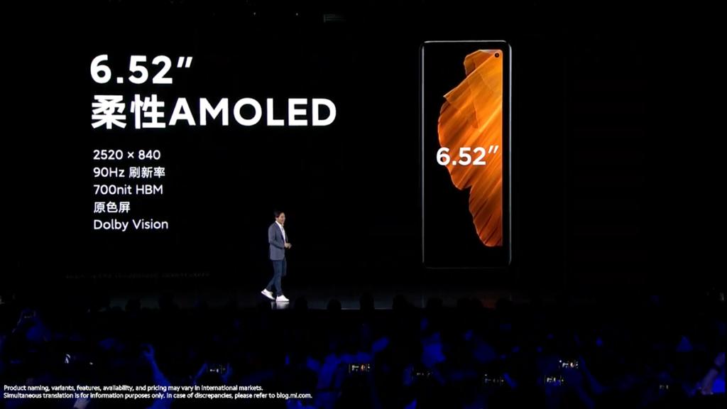 機面採用了一個6.52吋AMOLED開孔屏,平時單手手持已經夠用。