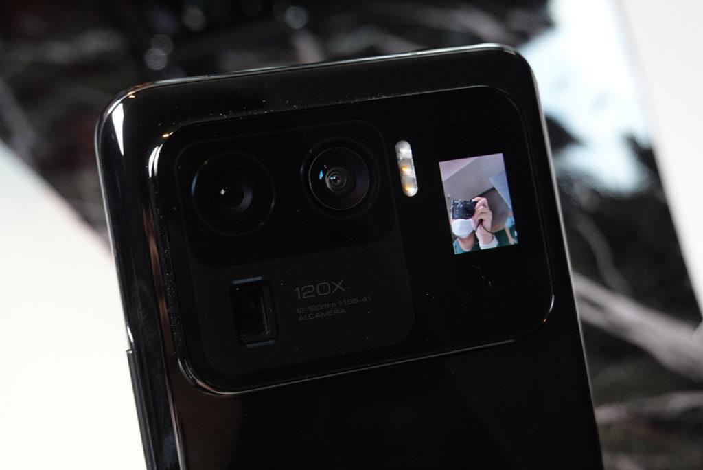 1.1吋 AMOLED 背面觸控式屏幕可用於取景。