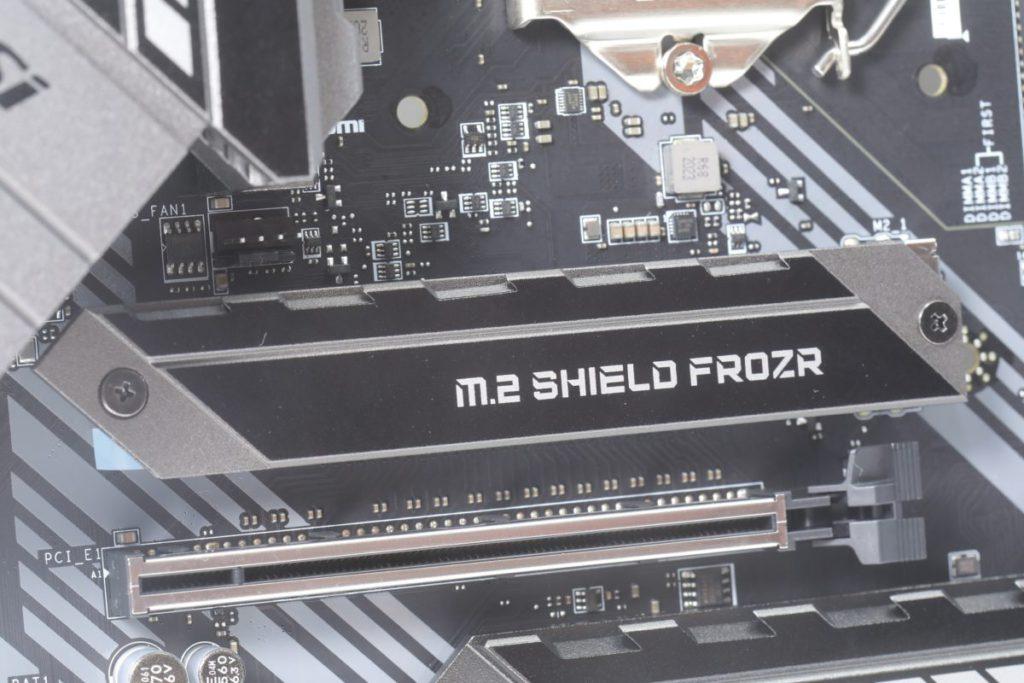 建議以主機板的鋁散熱片解決NVMe SSD的散熱問題。