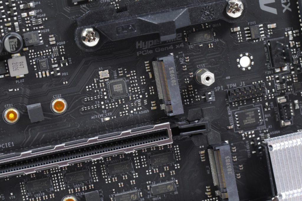 為求最高效能,首選安裝到鄰近CPU的M.2 SSD插槽。
