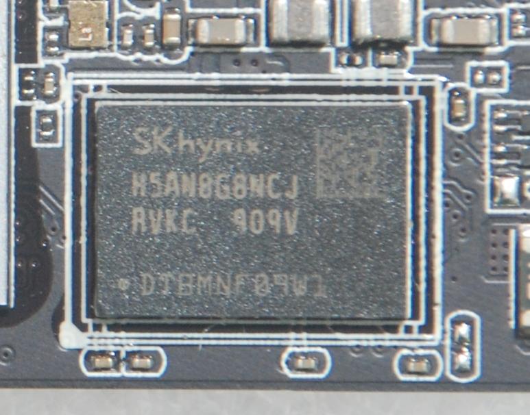 特別採用SK hynix DDR4以提升速度,較一般DDR3為強。