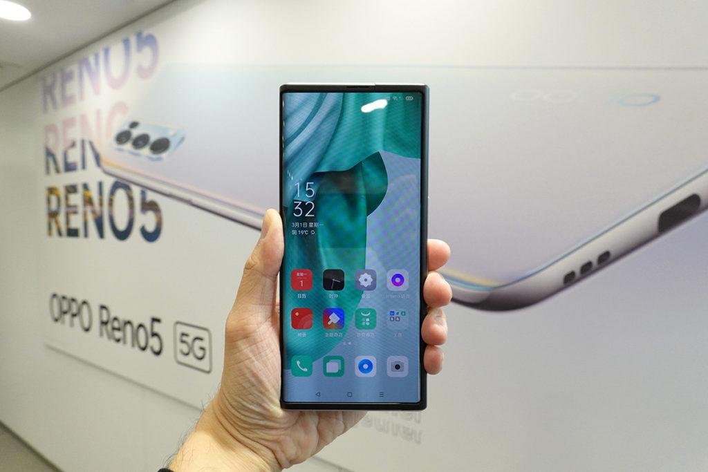 未「變身」前的 OPPO X 2021 同一般全屏幕手機沒大分別。