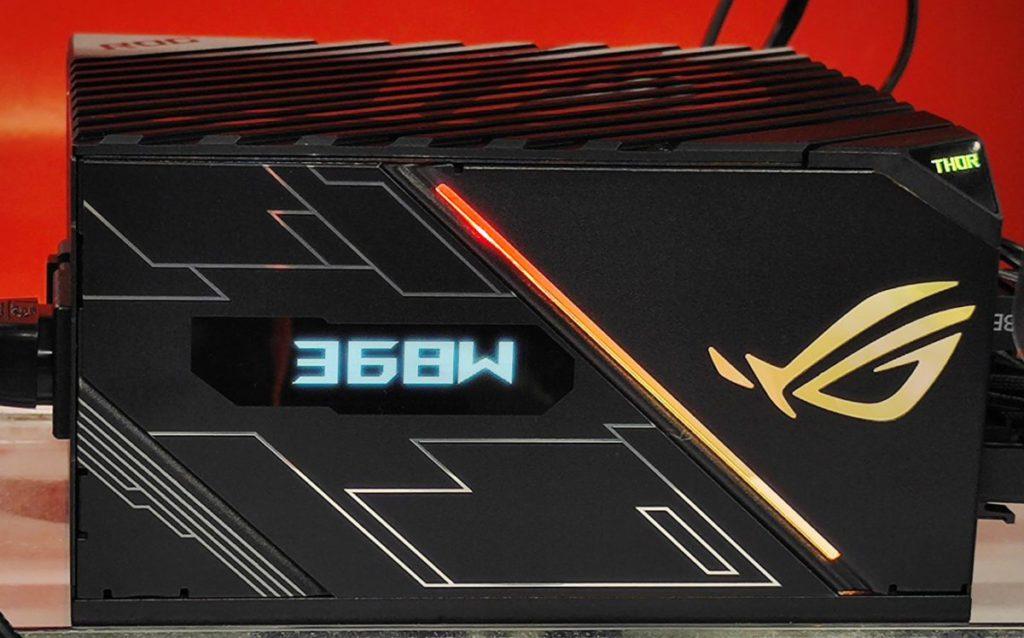 功耗測試以 ASUS ROG THOR 850W Platinum OLED 顯示屏實時監控進行