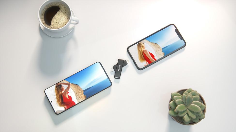 一支 USB 手指就可以在 iPhone 和 PC 、 Android 手機之間進行檔案傳輸。