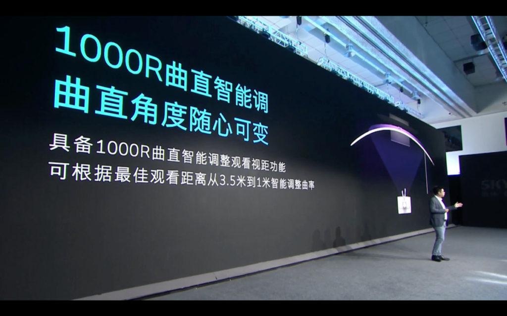 電視最多可以 1000R 彎度顯示,也可自動改變成 1500R 和 2000R 平面觀看。