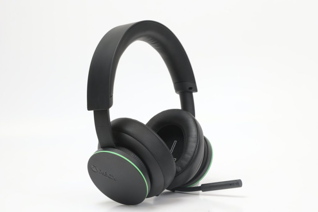 耳機相當輕巧,重量只有 312 克,耳罩也十分柔軟和有一定厚度,長時間佩戴也不會覺得倦。
