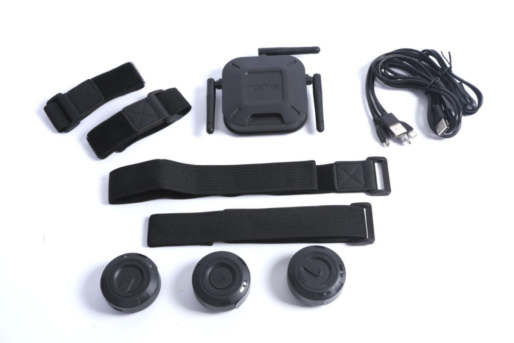 KAT loco S 由一個接收器,和三個分別掛在肚臍下方和及兩踝外側的小裝置組成,採用藍牙 4.2 連接,訊號範圍 3 公尺。