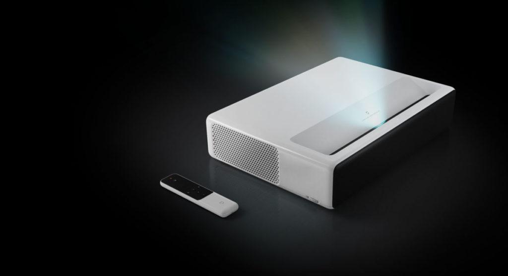 小米激光電視 4K , 3,000:1 對比度同樣有超短焦,但就無 3D 功能。