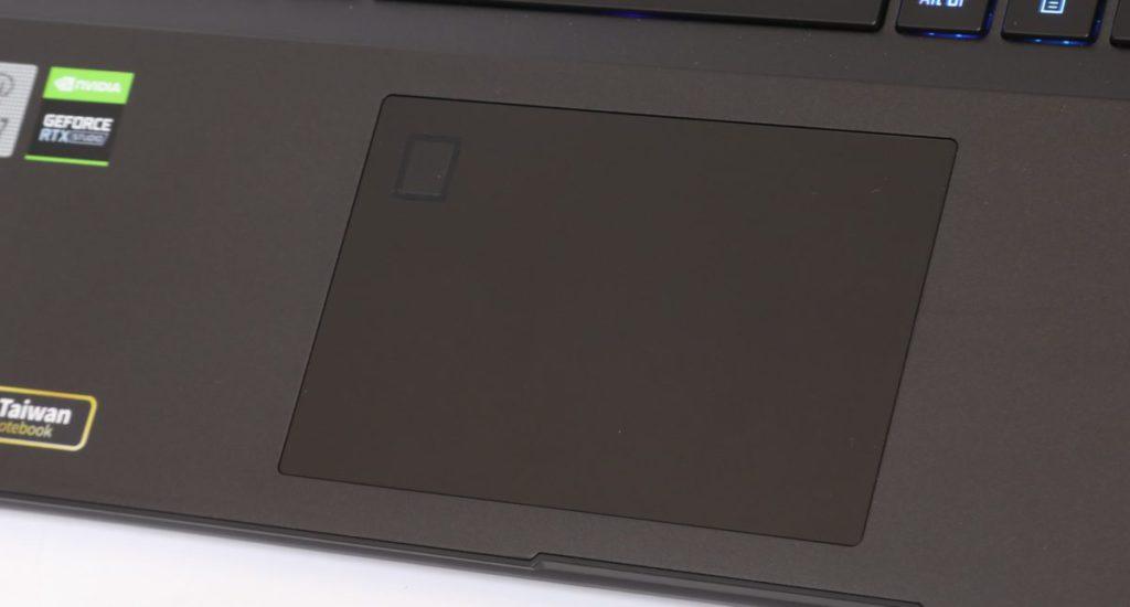 TouchPad 大小適中,並有指紋識別功能。