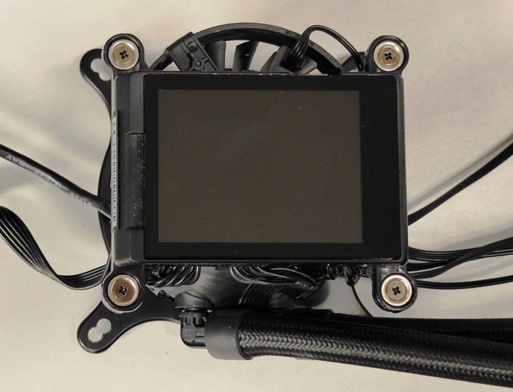 """擁有 2.4"""" LCD 顯示屏,並內建 60mm TORX Fan 3.0 風扇,據說最多可為 VRM 降溫 30%。"""