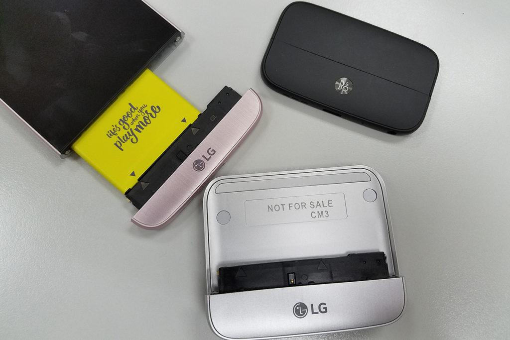 LG 曾推出過不少破格設計的手機,具模組式設計「Friends」配件的 G5 ,在當時的手機市場中是相當突破的產品。