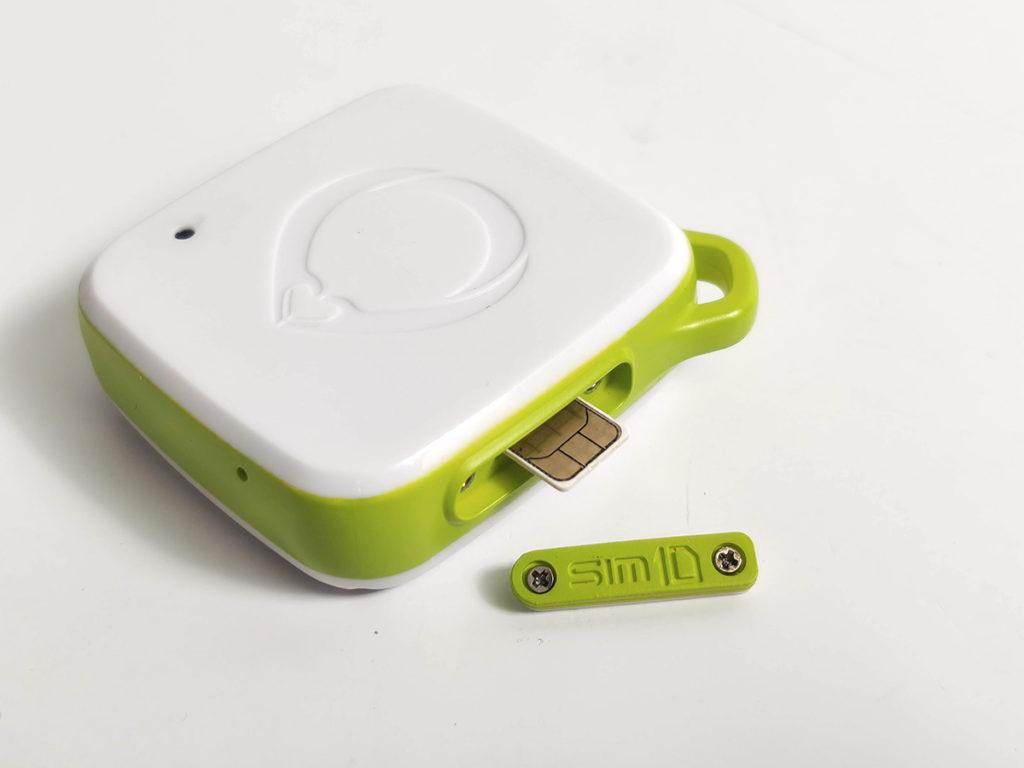 追蹤器具備 IP67 防水防塵功能,SIM 卡位活門備有防水膠邊。