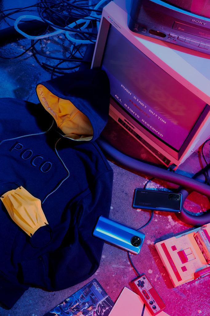 4 月 19 日首賣期間, 購買 POCO F3 即可獲贈 POCO 定製衛衣(限量300件,需要到POCO Facebook 登記換領)及 POCO 口罩(限量600盒);購買POCO X3 Pro 即可獲贈 POCO 口罩。