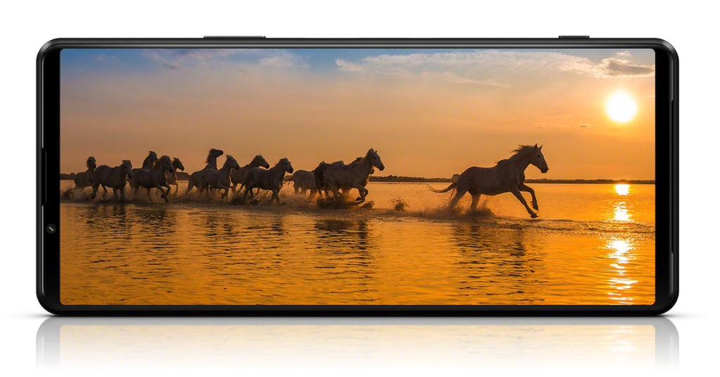 6.5 吋 21:9 OLED 屏幕同屬4K解像度,但更新率達120Hz,令 Sony XPERIA 1 III 成為世界上首款有4K 120Hz 屏幕的手機。