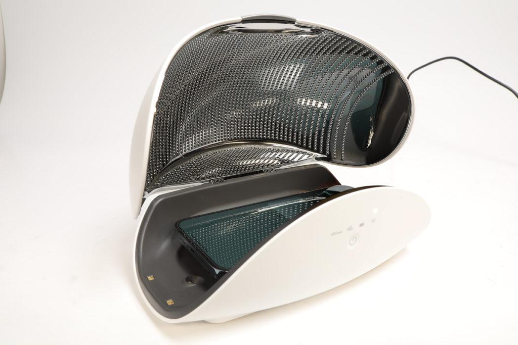 除了清新機,盒內空間也能放置其他隨身物品作消毒。