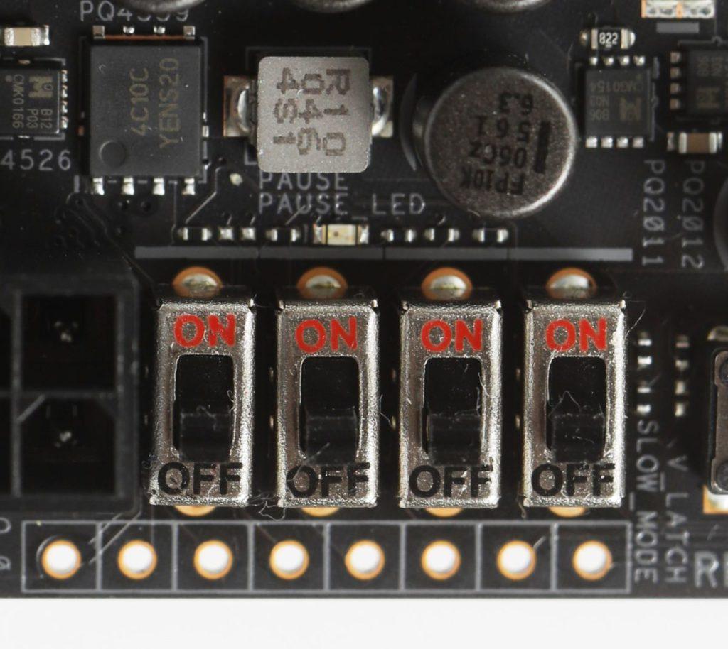 特設V-Latch功能,可實時監控多組電壓。
