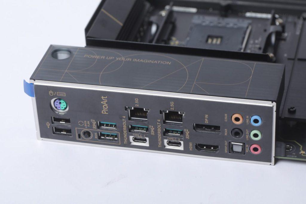 背板提供兩組Thunderbolt 4 USB Type-C,儼如Intel Z590主機板。