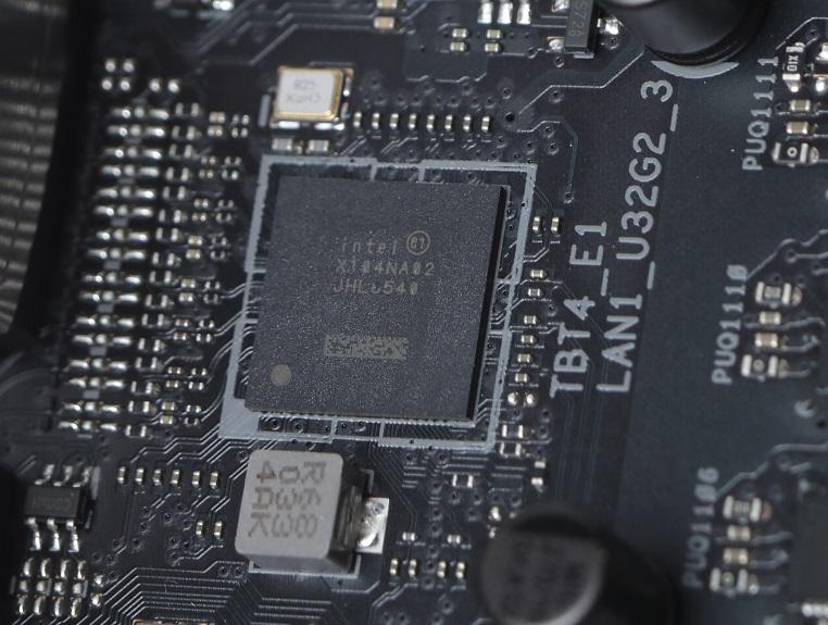 採用Intel Thunderbolt 4控制晶片。